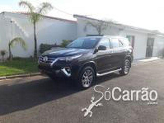 Toyota HILUX SW4 SRX 2.8 4X4 7 LUGARES 16V TURBO