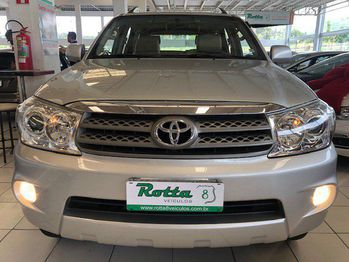 Toyota HILUX SW4 SR 7 LUGARES